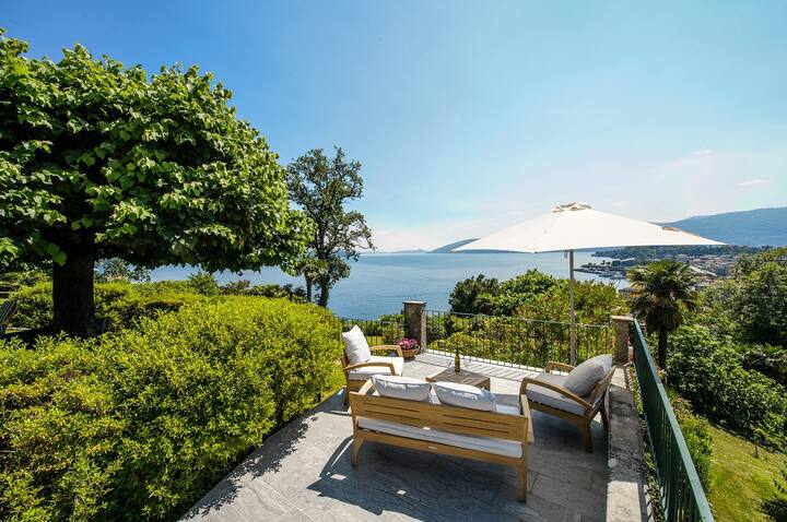 Il Motto villa with big garden and amazing lake view