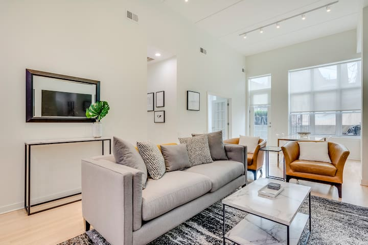 Old Town Pied a Terre with Private Terrace!
