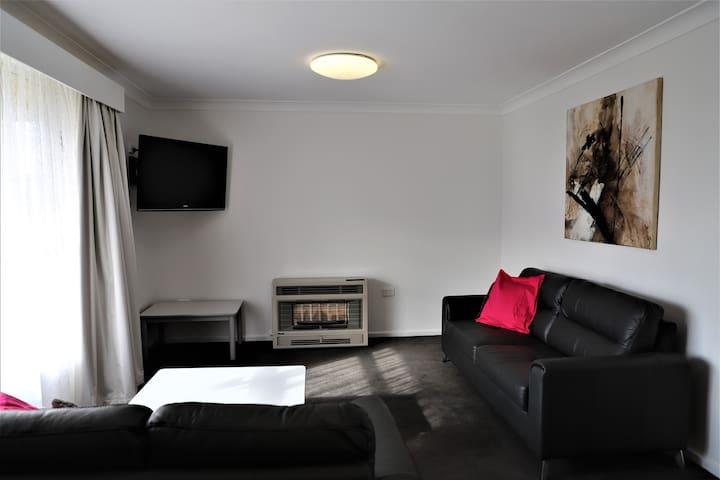 4 Bedroom House. Best Western Plus Goulburn.