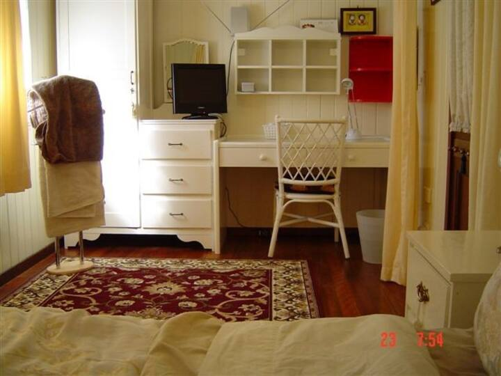 Corporate Accommodation CREAM ROOM
