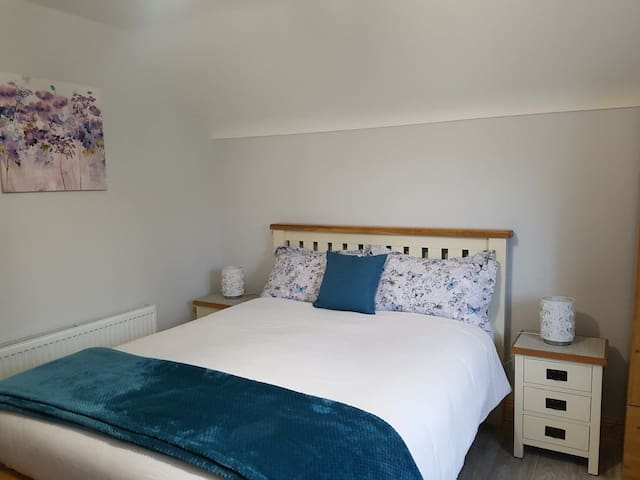 King Size bed with all linen and bedding supplied.