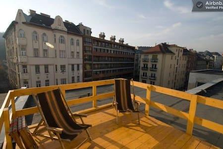 Junk-style apartment w/view to castle and 2 bikes - Saint-Josse-ten-Noode