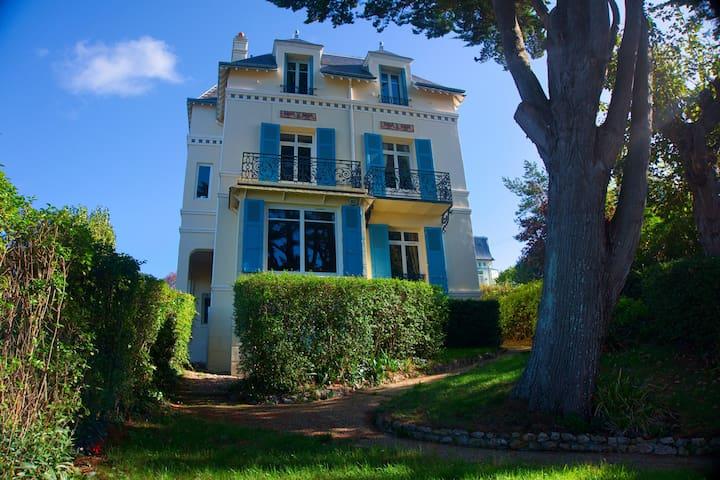 Villa classée 4 ****. Vue mer exceptionnelle