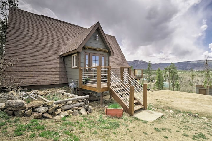 Rustic Home w/Fire Pit & Mtn Views -30 Min to RMNP