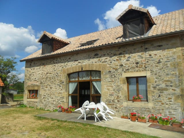 Farmhouse with pool in the Dordogne - Saint-Médard-d'Excideuil - Talo