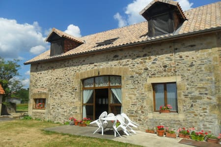 Farmhouse with pool in the Dordogne - Saint-Médard-d'Excideuil - บ้าน