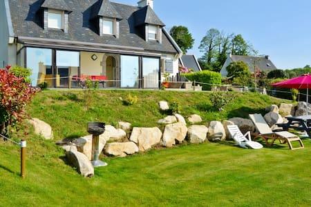Comfortable house w/ verdant garden - Plomelin