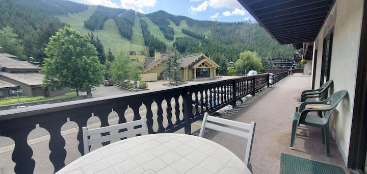Ski in/out Pool, hot tub & Views of Warm Springs!