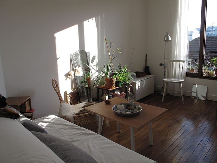 Sunny appartment St Ouen /close to Paris in august