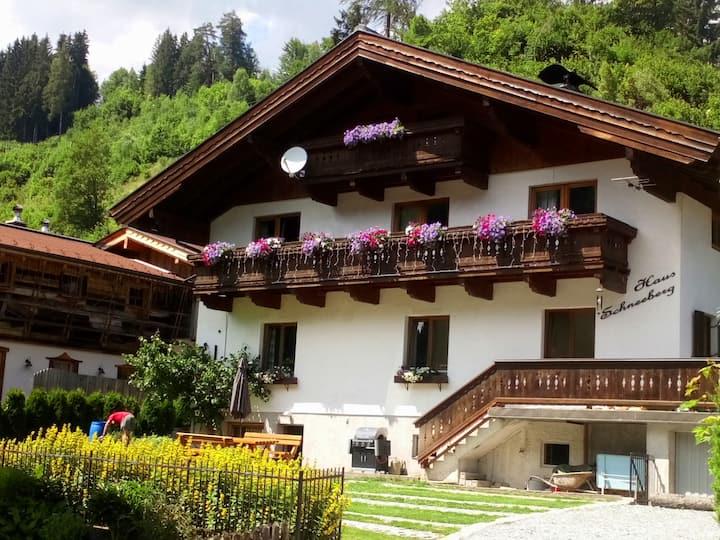 Haus Schneeberg, Hochkeil free summer lifts & pool