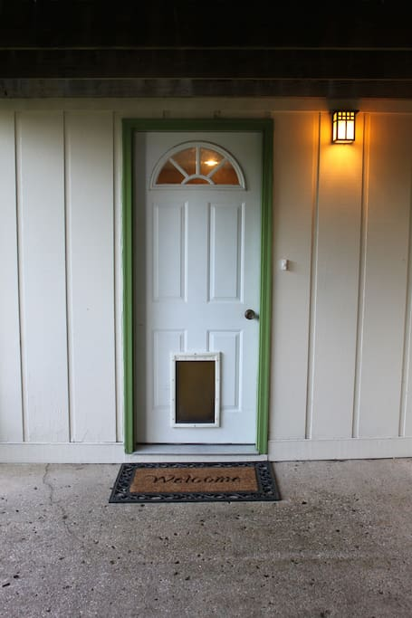 Guests enter using a private entrance below the deck.