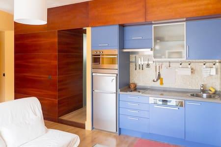 Cosy Studio Apartment + Balcony