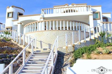 Oceanfront house  Casa de los Abuelos, events OK