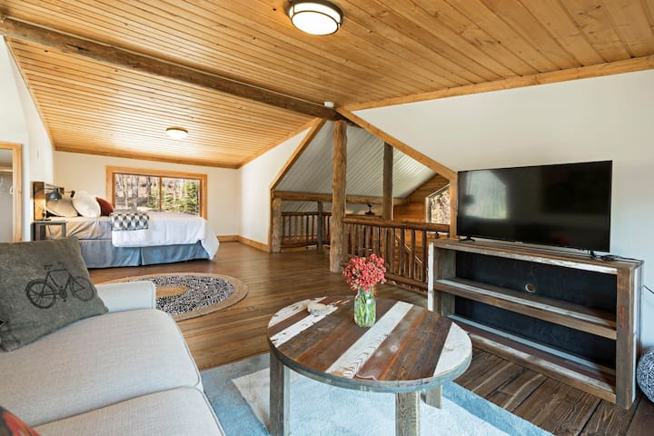 The Whitefish Trail Retreat - close to downtown