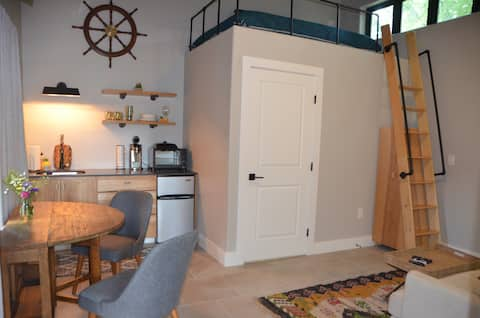 Hudson Bend Retreat (custom-built attached studio)