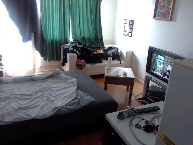 Petit studio petit prix grand lit confortable