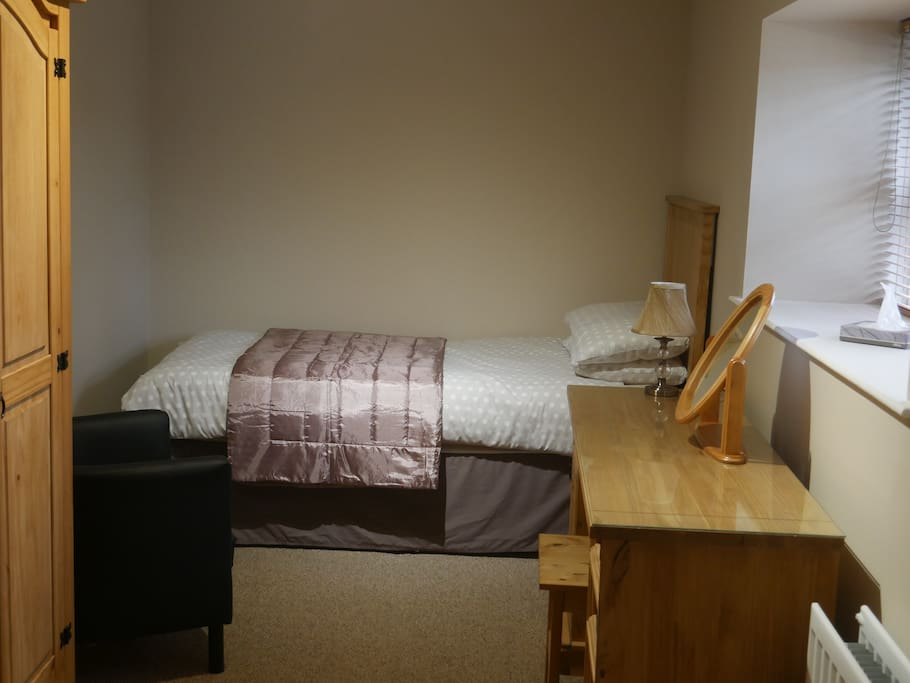Downstairs single room with adjoining bathroom