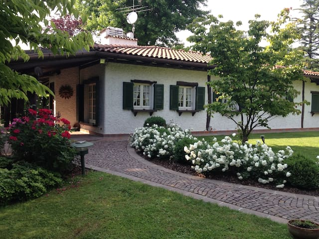 Charming holiday Villa nearby Lake Como - Carimate - วิลล่า