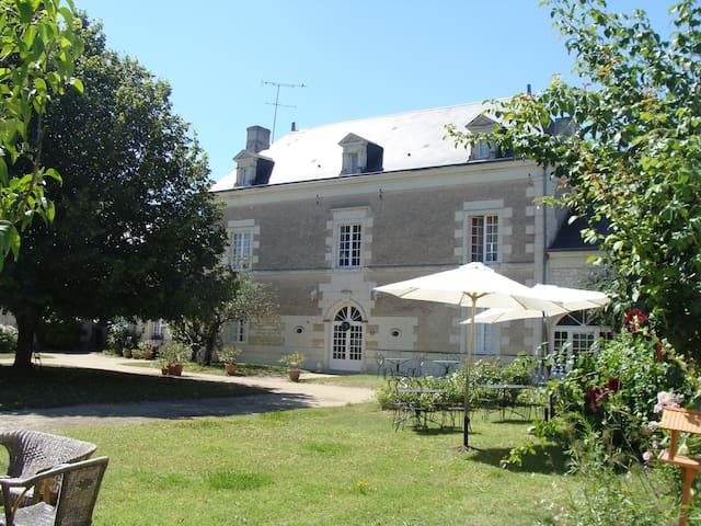 Chambre d'hôtes de Charme proche Chinon - Ligré - Penzion (B&B)