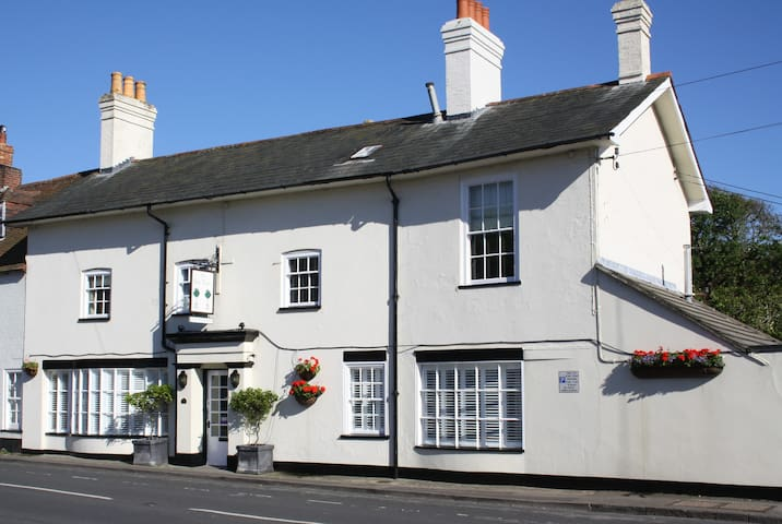 The Bay Trees Visit England 5 star B&B - Milford on Sea - Bed & Breakfast