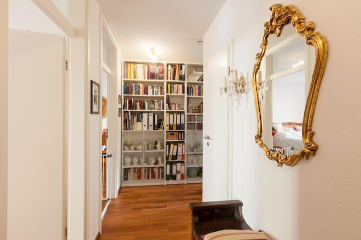 Ruhiges Zimmer mit eigenem Bad - Freiburg im Breisgau - Apartamento
