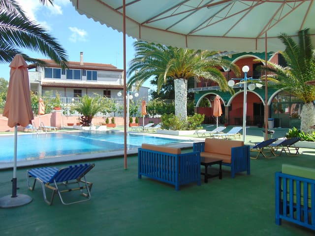 2 Quiet Self catering studios for 8 to 11p & Pool - Agios Ioannis - Apartment