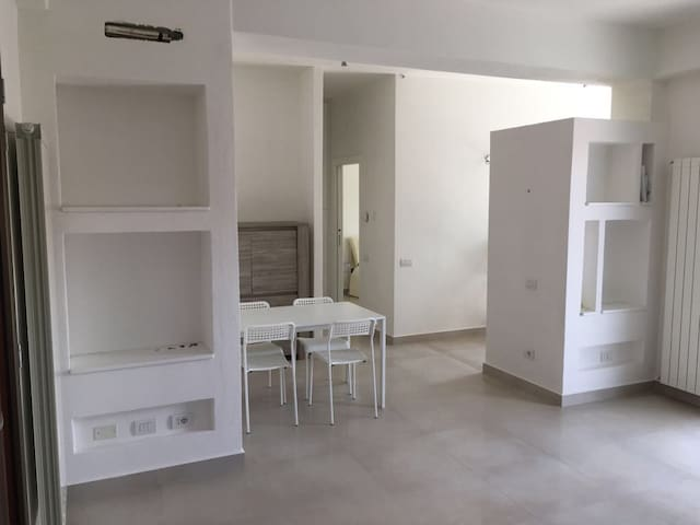 Appartamento nuovo ed essenziale