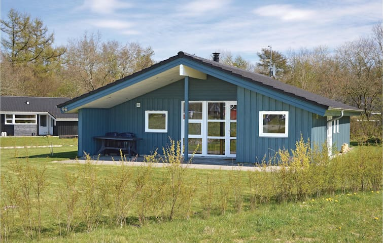 Holiday cottage with 3 bedrooms on 78 m² in Hovborg