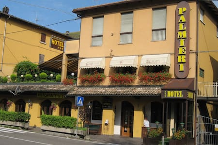 B&B A 15 Min. da Bologna - Camera  254 spaziosa - Calderino - Bed & Breakfast