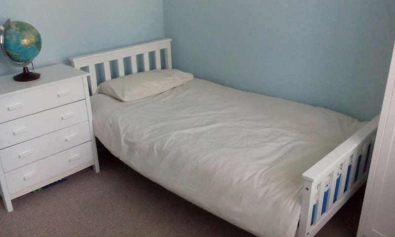 Single in Cosy bungalow with sweeping views - Llanelli - Bungalo