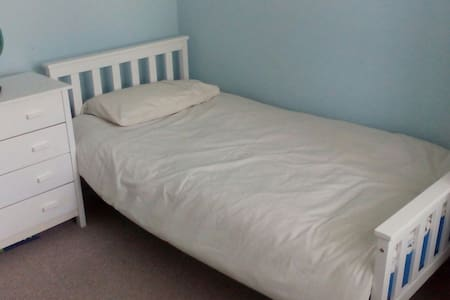 Single in Cosy bungalow with sweeping views - Llanelli - Bungalow