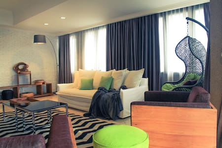Eclectic Tropical Escape Penthouse - West Jakarta City - Wohnung