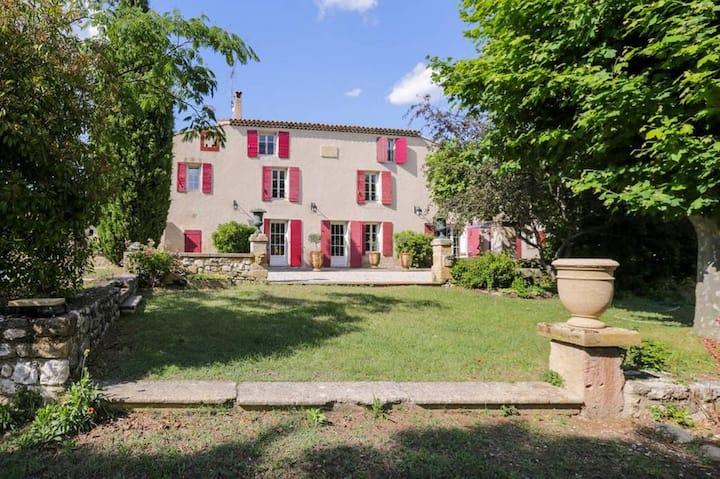 A suite at a vineyard bastide near Aix-en-Provence