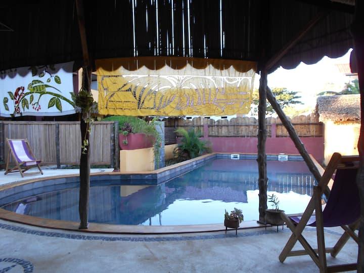 Maisons de charme dans jardin tropical