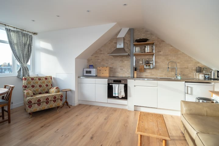 Wonderful 2 bed by Queen's Park, for 4 guests!