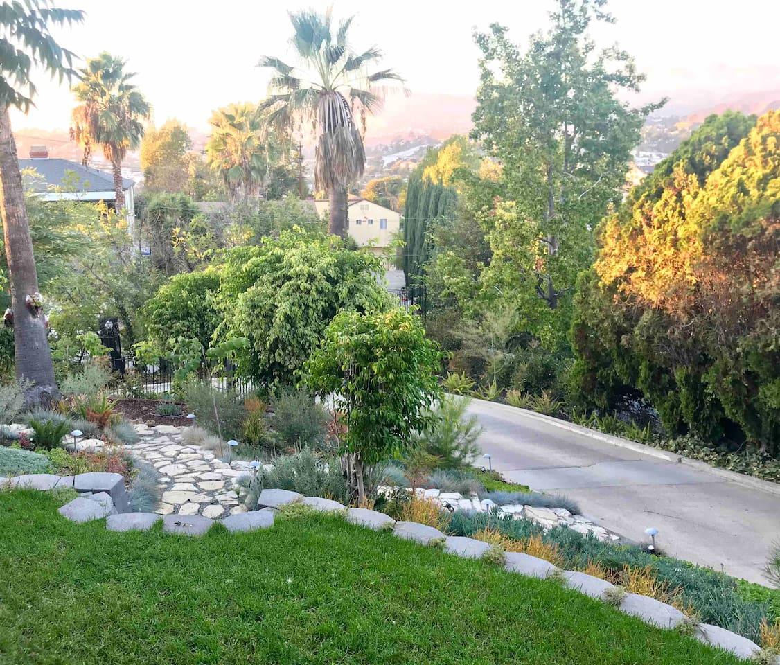 LA Pool, Privacy and Amazing Views!