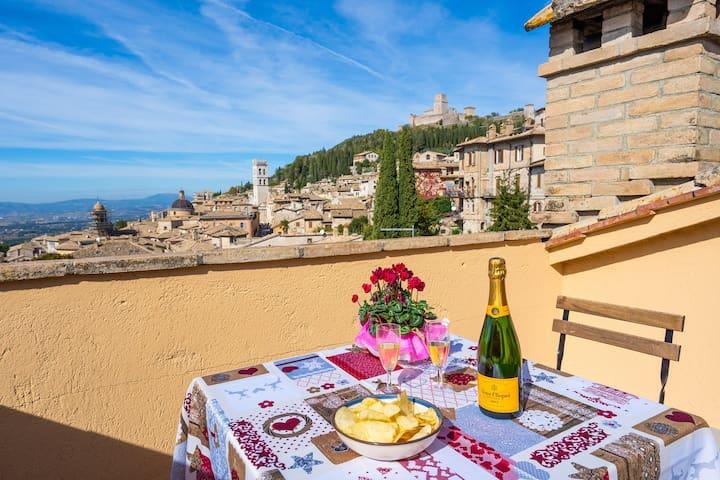 La vista dalla nostra terrazza sulla città di Assisi