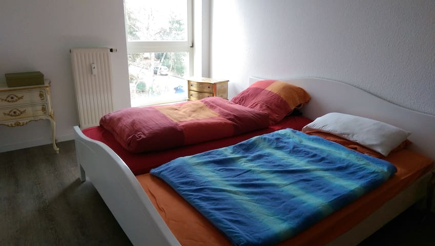 Big bedroom in beautiful Cologne :) - Köln - Apartment