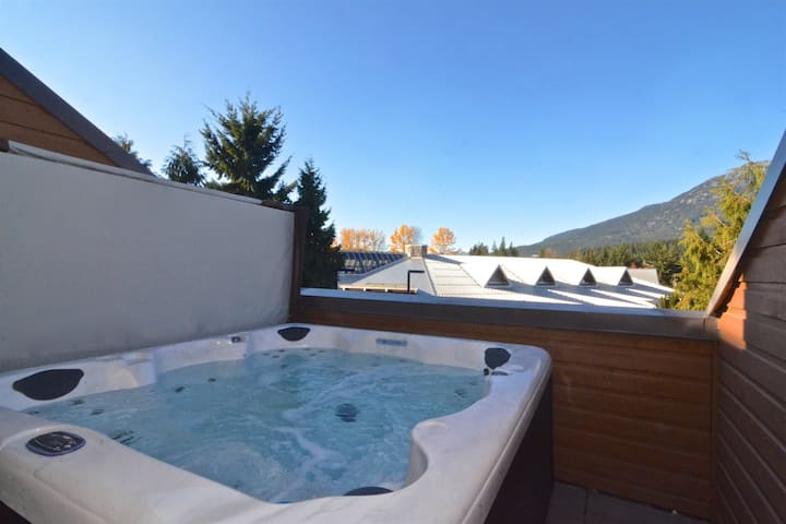 Private hot tub, Heart of village, Walk everywhere
