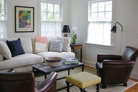 Relaxing Art-Filled Sunny Cottage - Sag Harbor - House