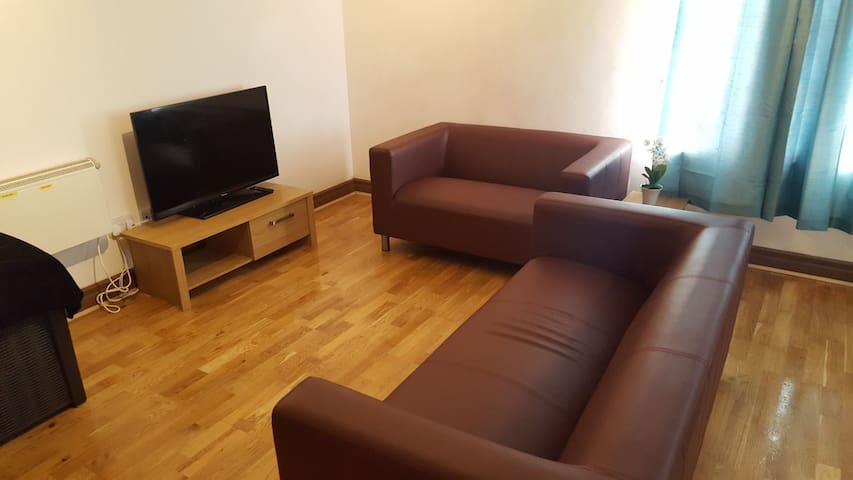 Cosy Apartment In the Hub of City Centre