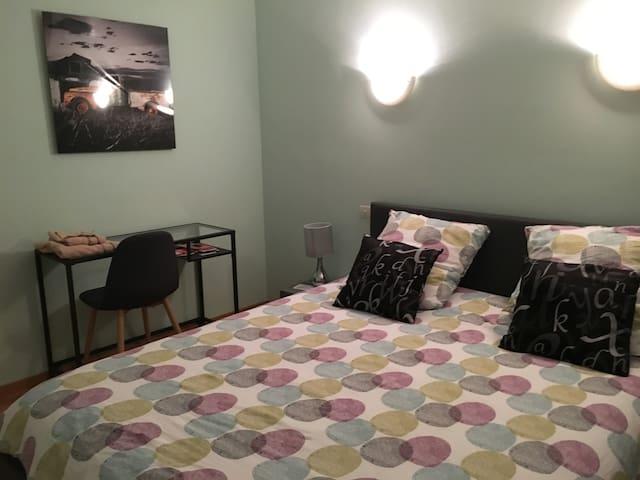 chambre  1-2 pers lit  160 neuf +  petit déjeuner