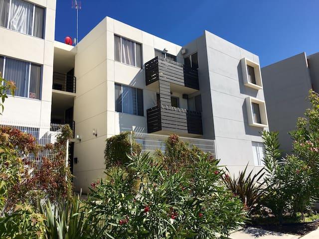 Private Room, 20 mins -US Border or Rosarito Beach - Tijuana - Lägenhet