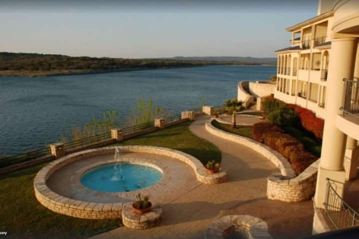 Casa Oasis offering Extended-Stay Discounts! Treat Yourself to a romantic getaway on Lake Travis!