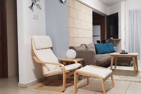 Modern 2 bed flat - Nicosia centre (can accomm. 5)