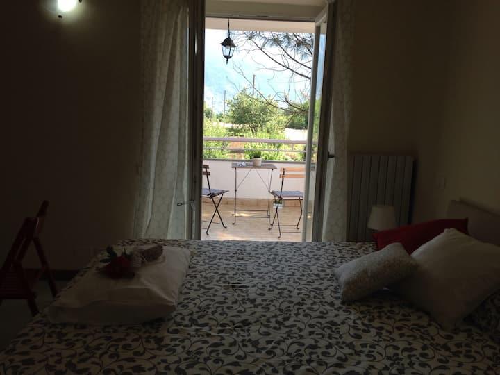 Camera matrimoniale con terrazzo vista Majella