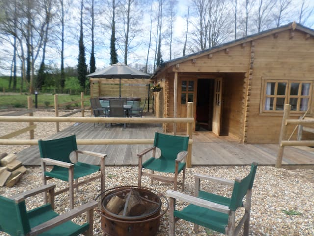 'Bramble Lodge' Littlebourne, Canterbury (hot tub)