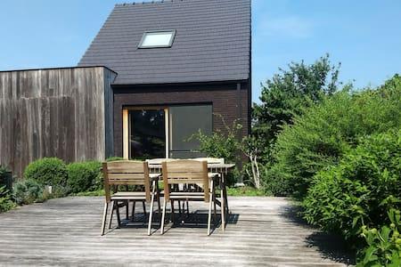 Modern huisje in groene tuin te Wuustwezel