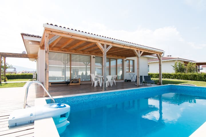White House  by the sea with pool 1 - Лозенец - Hus