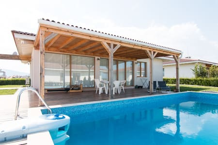 White House  by the sea with pool 1